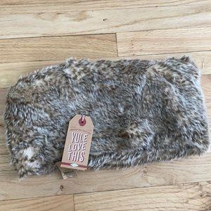 American eagle faux fur reversible scarf